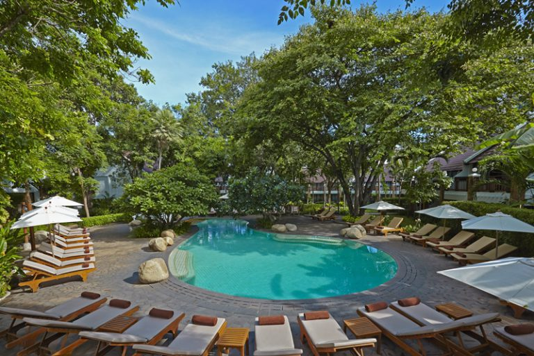 Woodlands Hotel & Resort : Garden Pool with Children slider