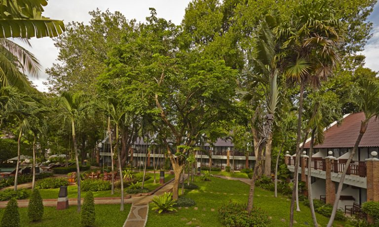 Woodlands Hotel & Resort : Tropical Garden